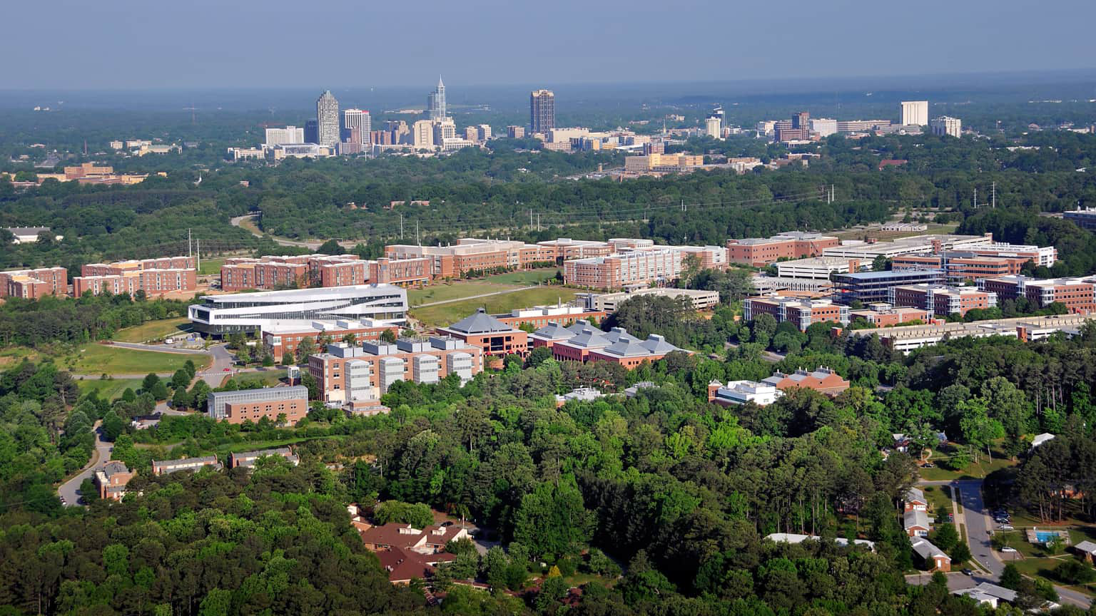 An aerial view of NC State's 百年校园, a hub for extensive public 和 private partnerships.